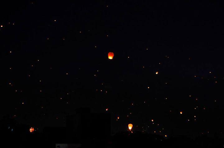 :: ઉડતા દીવા ::  નાનીમાએ  Chinese ટુક્કલ ભરેલું આકાશ જોતા કહ્યું: