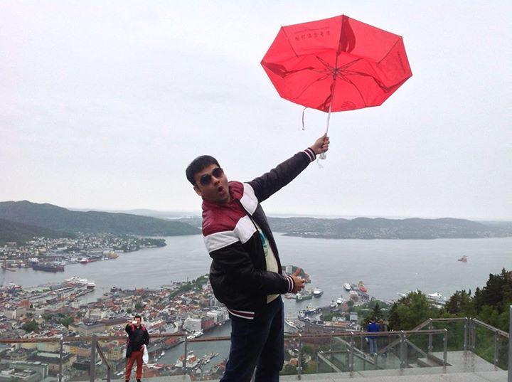 :: ભ'ઈ છત્રી તો અહિયાં પણ કાગડો થાય :: Day 5 at Mount Floyen, Bergen, Norway