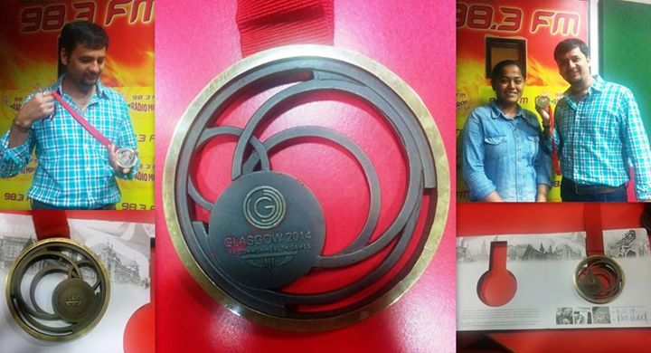 See! This is how the medal looks like! Commonwealth Games 2014 Bronze medalist shooter Lajja Goswami at Mirchi Studio!