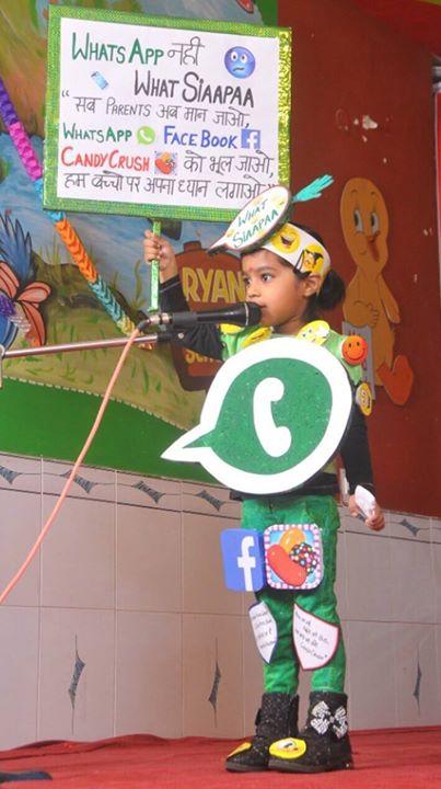 :: मोबाइल में पुरे दिन व्यस्त रहने वाले माता-पिताओ.... बच्चे माफ़ नहीं करेंगे ::