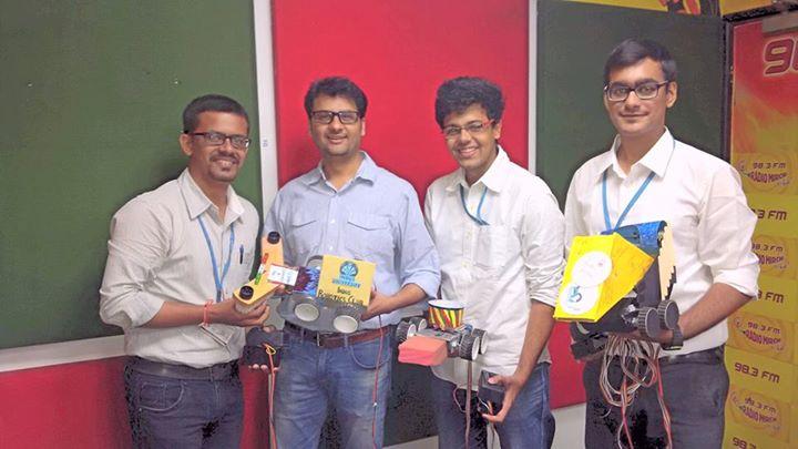 :: આ રોબો-રામો રજા નહિ પાડે ::  Met these students today morning who have made a robot which would Mop your floor.  #robotics #robot #Ahmedabad