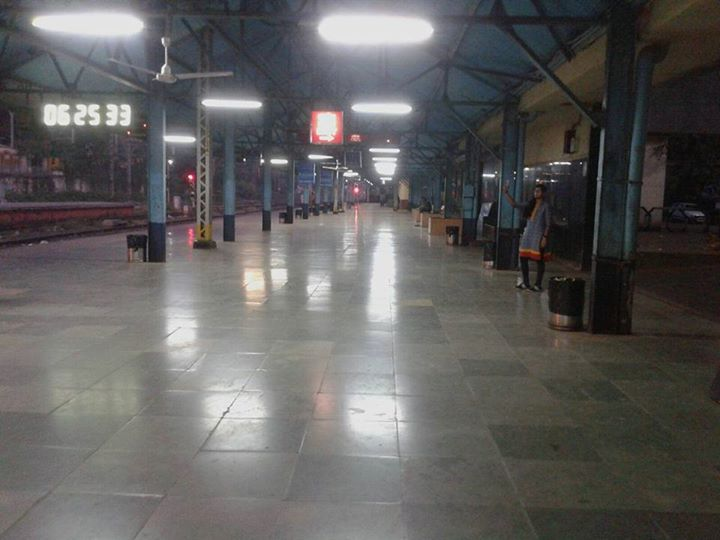 That's a #railway station!  A #CLEAN railway station!! A Neat and Clean Indian railway station!!!  Congrats #Lonavala Railway Station Staff Members!   Happy to have you as fellow countrymen!   (Thanks for sharing the info, Kruti.)  #indianrailways #cleanindia #swachchabhiyan