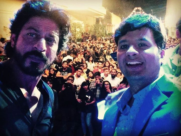#selfie with #KingKhan!   Happy to host the first press conference of #Fan and the #FanTrailerLaunch at Yashraj Studios, Mumbai  #srk #fantrailer #ShahRukhKhan
