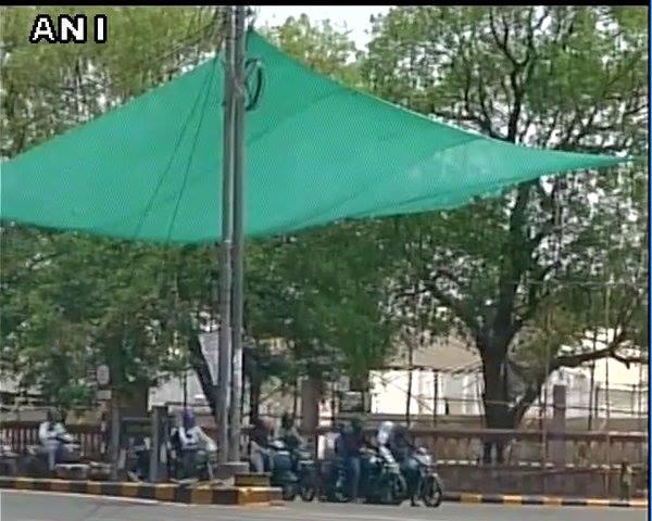 ચલો છાંયડાના બહાને લોકો સિગ્નલ પર ઉભા રેહશે અને સ્ટોપ લાઈન તો ફોલો કરશે...!!!!...   #Nagpur #Summer #SummerHeat  Source: Internet