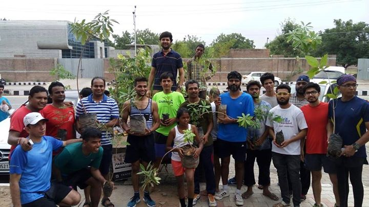 Distributed tree saplings to the Amdavad Distance Runners Group at Auda Garden, Sindhu Bhavan Road yesterday morning!  #treeidiot