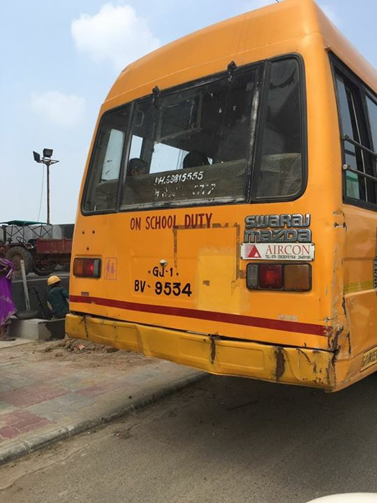 No contact number on this school bus at Makarba at 2.35 pm today.   Irresponsible!  #school #schoolbus #amdavad