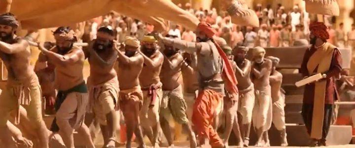 આ બાહુબલી 2માં મૂર્તિ ઉભી કરવા માટે માણસોના બદલે હાથી-ઘોડા બાંધ્યા હોત તો કામ ઝટ ના પતી જાત!!! #Bahubali