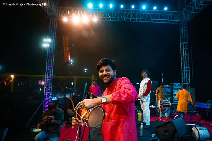 This is what I love doing during #navratri With Bhumik Shah and group   Pic courtesy: Harsh Mistry Photography  #mirchirockndhol #mirchirockndhol2018 #navratri2018 #garba #navratri