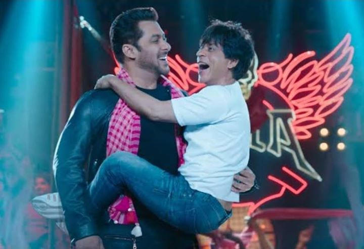 Who is that one friend of yours whom you can hang on or depend on to like #shahrukhkhan hanging on #salmankhan?  Tag that friend in comment.  #friend #friends #friendsdoeverything #friendsforever