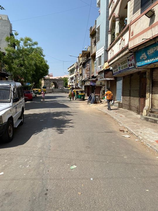 Walled city in the Morning.  Social Distancing & Lockdown  Lockdown Diaries.   Dariyapur | Shahpur | Safi Manjil Danilimda  Source : Tw/ Dr. Shamsher Singh IPS  CMO Gujarat Vijay Rupani Gujarat Police Ahmedabad Police Pradipsinh Jadeja Vijay Nehra IAS  #lockdownindia #lockdown #quarantine #Indiafightscorona #StayHomeStaySafe #coronawarriors #frontliners