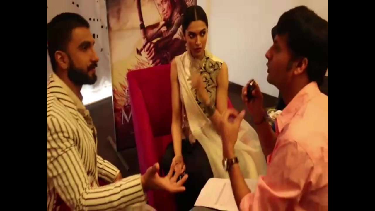 Googly Question by Ranveer Singh & Deepika Padukone  Watch and smile!  #Googly #RanveerSingh #DeepikaPadukone #BajiraoMastani Bajirao Mastani