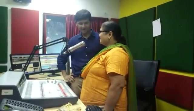 Varsha Bhavsar came to Mirchi Studios for Green Tea Party and to collect her saplings.   Watch this video and I am sure you would find her cute, as I did!  #treeidiot #treeidiots