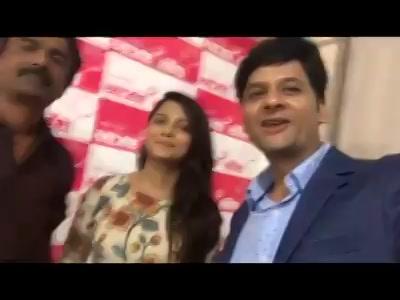 રંગીલું રાજકોટ!   It was a super fun day!   #press #rajkot #vitaminshe #gujaratifilm #promotions Bhakti Kubavat Mirchi RJ Sheetal Mirchi RJ Mita Rj Samir @akash trivedi
