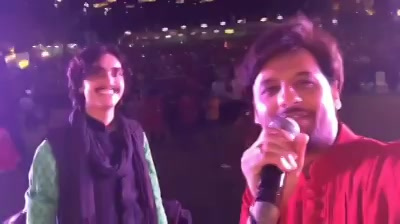 Super fun night with Aditya Gadhvi last night at #mirchirockndhol   Do watch the #scooter step in the video.   #mirchirockndhol2017 #navratri #navratri2017 #garba #amdavad