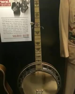 #googlysawaal: guess the musical instruments! Visited the country music hall of fame and museum in Nashville which is known as the music capital of 🇺🇲 #dhvanitnigoogly #googly #dhvanit #Nashville #US #USdiaries #america #travel #traveldiaries #travelgram #music