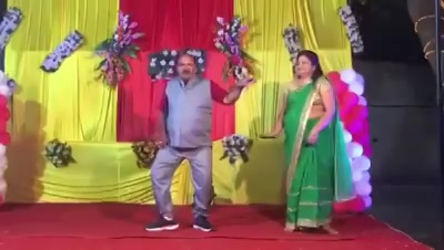 This viral video will pump in your energy for the #weekend and will definitely make you a fan of this uncle and his moves!  He is Sanjeev Srivastava, a fan of @govinda_herono1 and he has been dancing since 80s and has won dance competitions too.  #dance #dancing #govinda #viral #video #viralvideo
