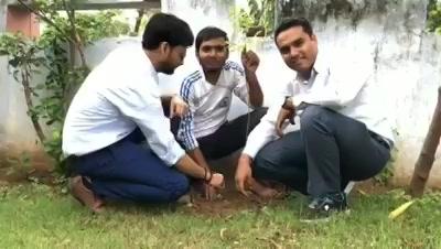 ધ્વનિત કુમાર આજે નરોડા ગયા હતા plantation માટે! #mirchitreeidiot #pedmandhvanit #ahmedabad