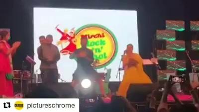 @ayushmannk @sanyamalhotra_ dancing at #mirchirockndhol  @gajrajrao @iamitrsharma @neena_gupta #badhaaiho #mirchirockndhol2018 #navratri #navratri2018 #ahmedabad #gujjusunburn