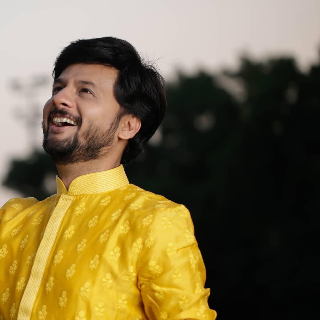 Ready to rock and dhol this navratri?  Pic courtesy: @dushyantravaldz Outfit courtesy: @shashvat_19 @adani_creation