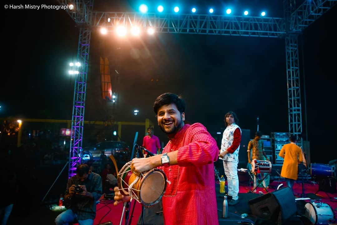 This is what I enjoy the most during #navratri ઢોલ વગાડવાનું Pics courtesy: @harshmistryphotography And team @malharjani  #swipeleft #navratri2018 #garba #mirchirockndhol #mirchirockndhol2018