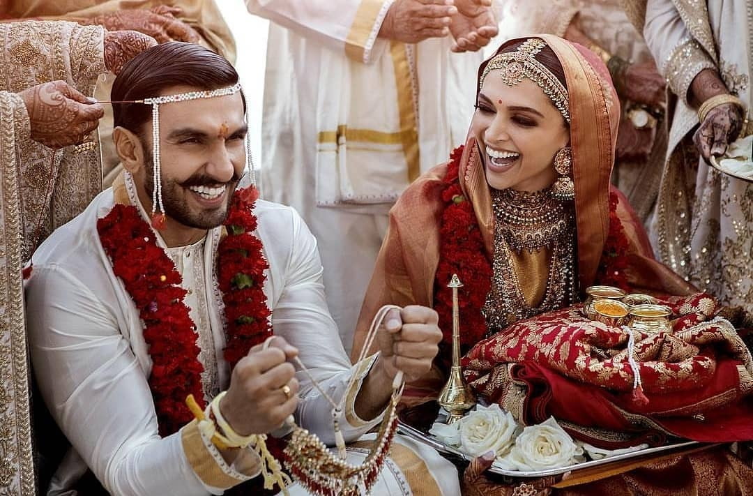 And the pics are here! Adorable they look 😍 શાંતિ થઈ?  #deepikapadukone #ranveersingh #deepveerkishaadi #deepveer #deepikawedsranveer #RanveerWedsDeepika #randeep #laalishq