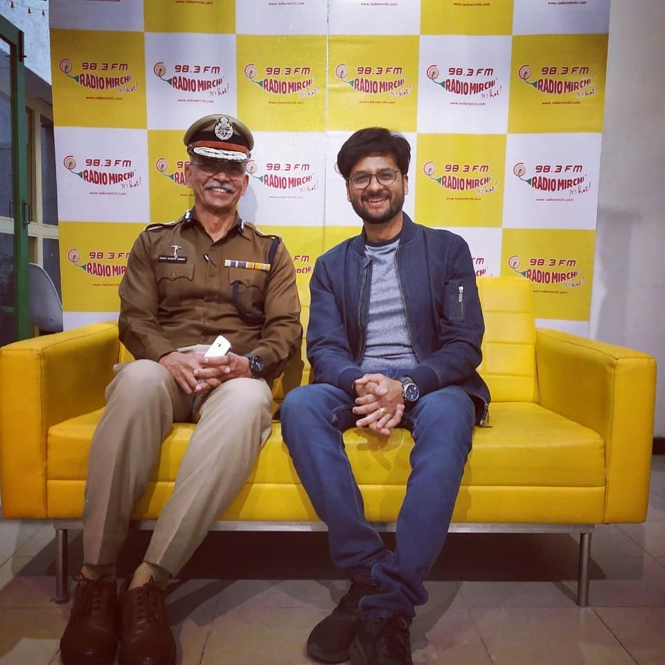 મિર્ચી ગિરફતાર! Quite literally!  With the real hero of our city, the  Police Commissioner Ahmedabad, Shri A.K.Singh.  Listen to our conversation tomorrow morning on air!  @ahmedabadpolice #ahmedabad #amdavad @amdavadamc