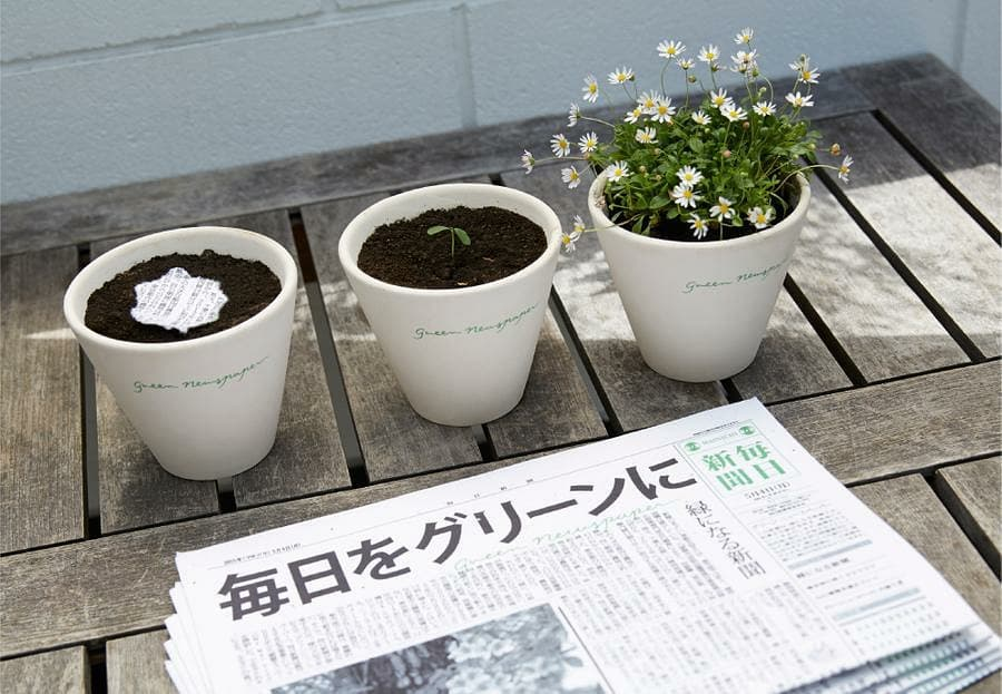 AMAZING JAPANESE NEWSPAPER THAT BECOMES PLANTS WHEN DISCARDED!  It  is a mixture of recycled paper, water and small flowers or herbs seeds (it can also be easily made at home). And it can be re-used in a creative way: once you've finished with it, don't throw it, rather tear it into small pieces, plant and water it and within a few weeks you'll unexpectedly have plants and flowers.   #mirchitreeidiot #treeidiot #aatmanirbharmirchitreeidiot #MirchiGujarati #RadioMirchi #treesofinstagram #treeinside #RjDhvanit #dhvanit #japan #dentsuinc #themainichinewspapers