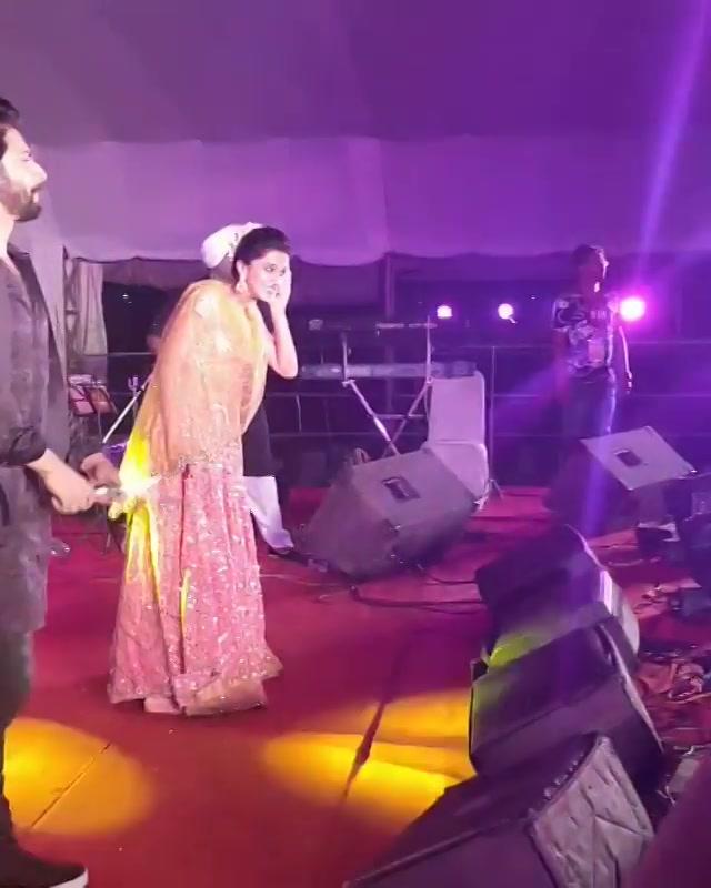 Thank you so much @varundvn and @taapsee for coming to #mirchirockndhol in #ahmedabad. Missed you @jacquelinef143  #judwaa2 #judwaa2inahmedabad #navratri #navratri2017 #mirchirockndhol2017 #garba