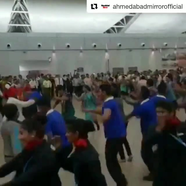 Flash mob garba at Ahmedabad Airport Terminal yesterday. Even the airport staff and passengers joined them.  #navratri #navratri2018 #garba #airport #ahmedabad