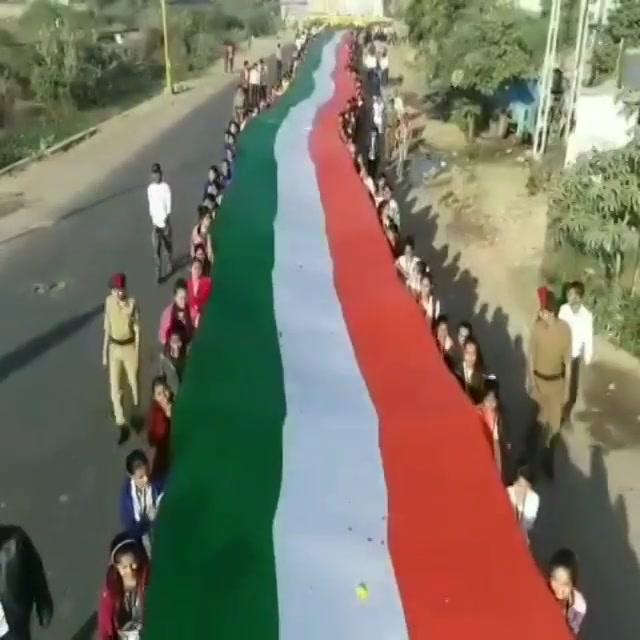 Watch it till the end! Don't miss the 28th Second! જ્યારે પણ વંદેમાતરમ સાંભળીએ આપણને goosebumps થાય છે અને જાણે સમય અટકી જાય છે.. #kadi #sarvavidyalaya #vandematram #republicday #republicday🇮🇳 #republicday2019 #patriotic #india #viral #video #viralvideo