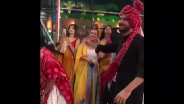 છેલ્લા નોરતે જલસા! Watch how much fun we had last night... . . @bhumikshahlive  @ektainlove  @mirchi_rj_krupa  @mirchikunal @caroline_sudan @hinapathan89 @mirchi_rockndhol . . #navratri #navratri2019 #garba #ahmedabad #gujarat #music #traditions #surat #baroda #rajkot #palanpur #bharuch #jamnagar #bhavnagar