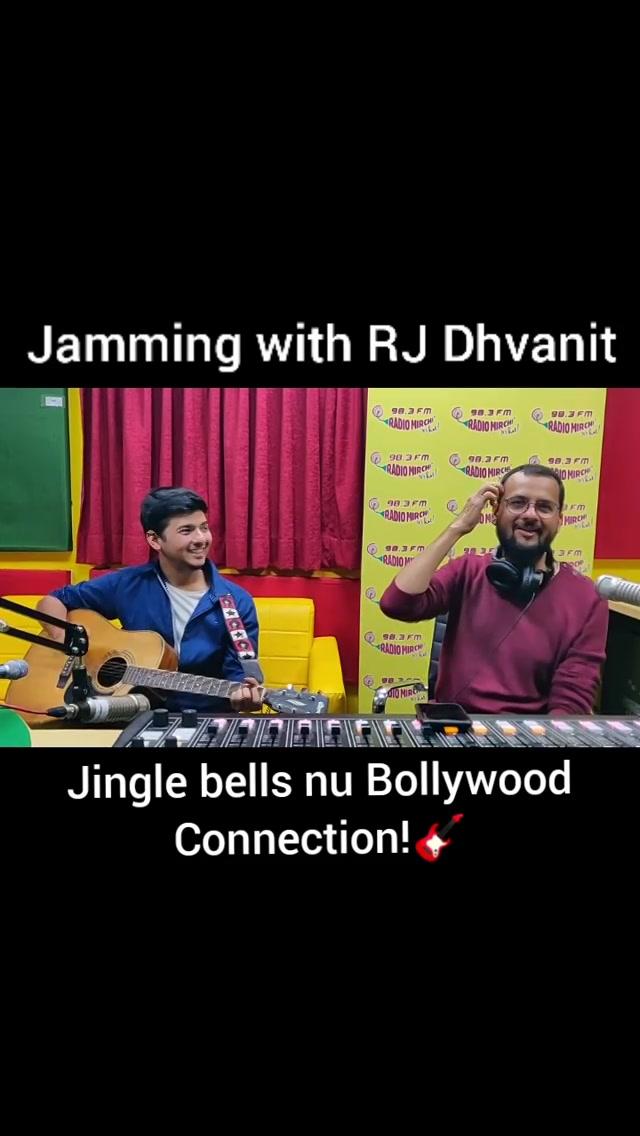 Jingle bells ane bollywood nu aa connection kevu lagyu?  On guitar : @mirchi.umang