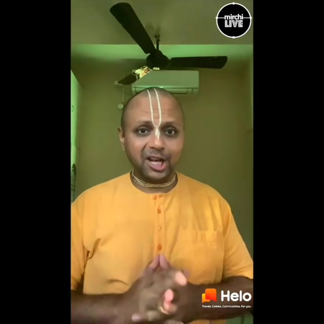 Meet the Life Coach and India's Youngest Motivational Speaker Gaur Gopal Das only on the Official Mirchi Account with your favourite RJ Dhvanit only on Helo App shaam 7 baje se.  Download karein Helo App aur #HeloLivePeMilo  @gaurgopaldas @helo_indiaofficial @radiomirchi #RadioMirchi #MirchiLive #StayHomeWithMirchi #gaurgopaldas
