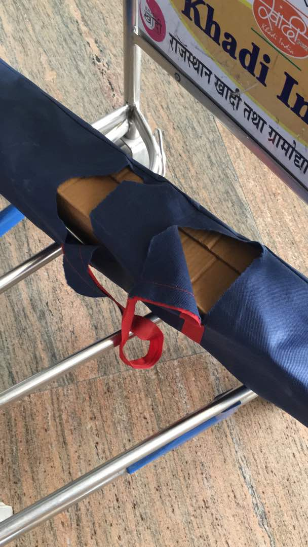 This is what you have done to my fragile luggage. #Spicejet bad service! Flight SG 922 seat 7F @flyspicejet https://t.co/exX7Jft9GQ