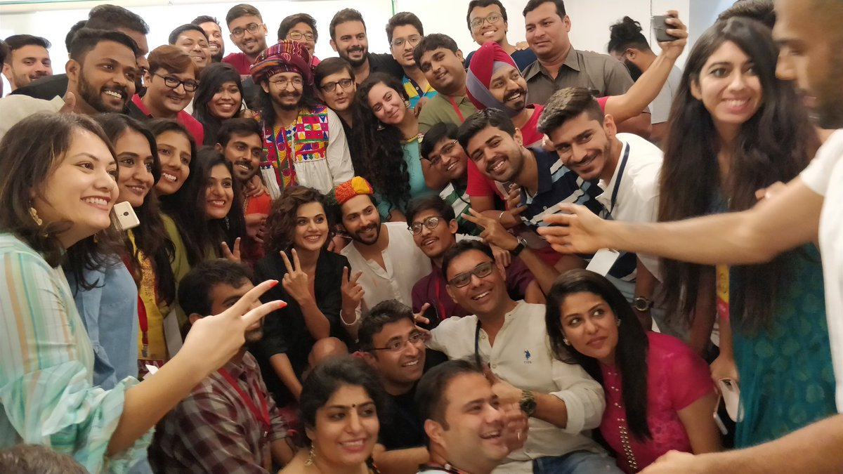 #judwaa2inahmedabad at #mirchi #ahmedabad office. They are gonna be there at #mirchirockndhol tonight https://t.co/4R3q5flFn3