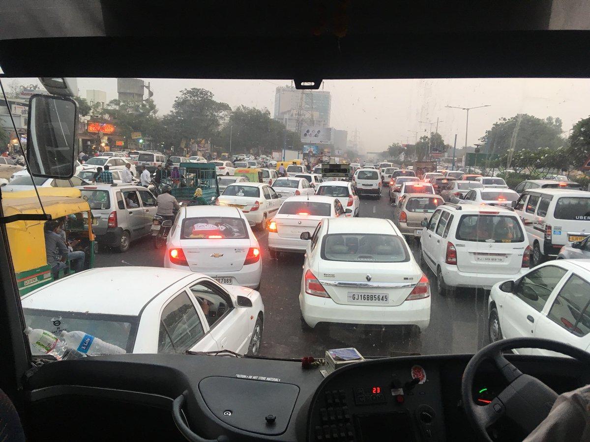 RT @imparth14: Traffic at karnavati club SG Highway. @RjDhvanit https://t.co/Sitqlvgiry