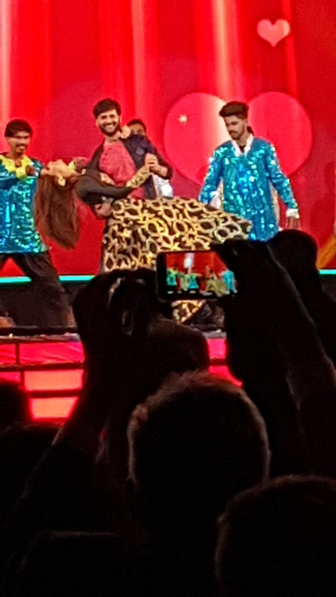 RT @valaybuch: Rock solid show in #GIFA by @VitaminSheMovie. Thank you @RjDhvanit @BhaktiKubavat https://t.co/DP9sR1PeOm