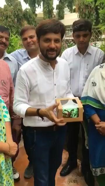 What better then starting Mirchi Tree Idiot Season 3 plantation with @bijalpatelmayor in Paldi Vasna. Watch full video here: https://t.co/oUlKqfCkAk Thank you for your support as always @AmdavadAMC https://t.co/IKVjC99eWZ
