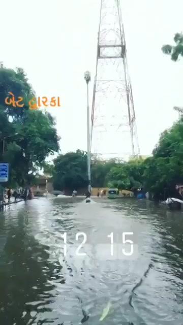 #mirchi office ke baahar ka scene after #baarish #AhmedabadRain #AhmedabadRains https://t.co/lKeA07xoOb
