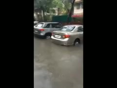 આજની સવારે હું તરીને ઓફીસ પહોંચ્યો !   આ જુઓ જરા! #AhmedabadRain #rains https://t.co/RwrE7F5NsA